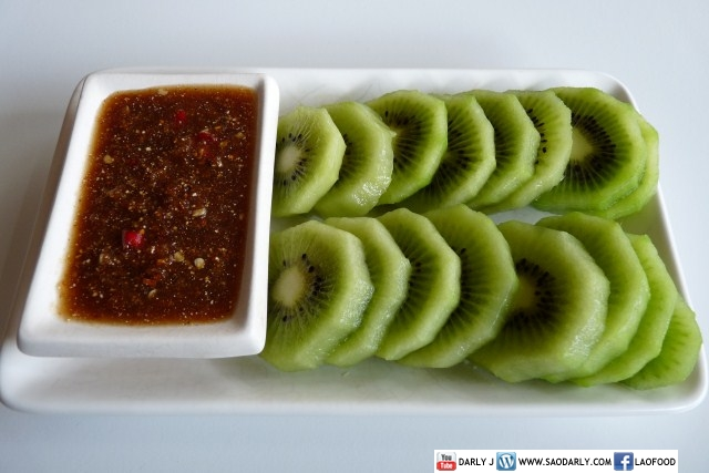 Kiwi fruit with Chili Dipping Sauce