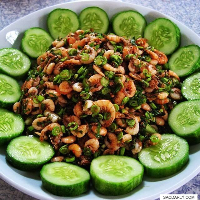 Larb Koong for snack