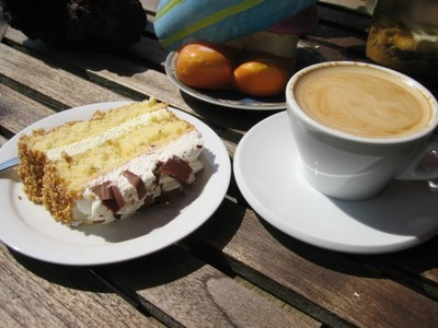 nesspersso and cake