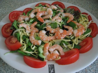 shrimps and noodles salad