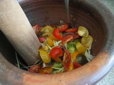 Making Lao Green Papaya Salad