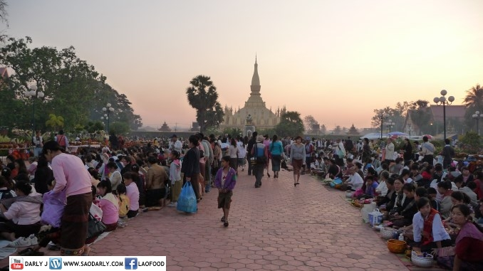 Almsgiving at Pha That Luang