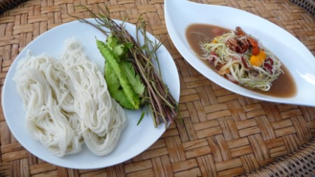 Lao food - green papaya salad