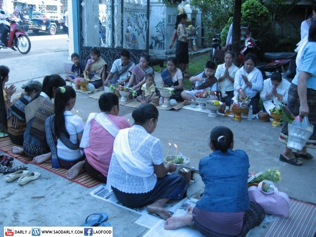 Almsgiving at Wat Xaiya Rattana