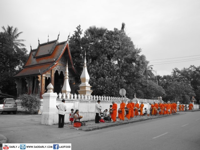 End of Buddhist Lent Alms Offering at Wat Sene