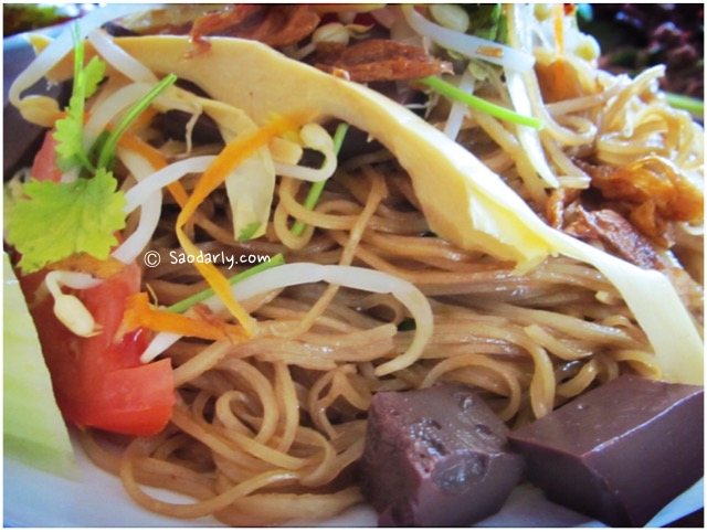 lao fried noodles