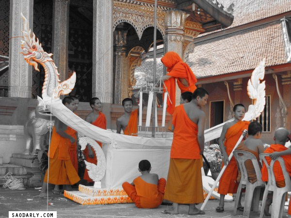 The sound of drums and chimes from Wat Sene