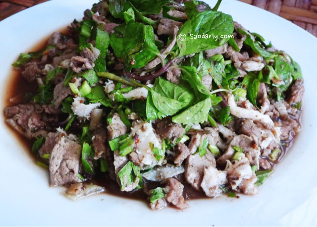 Making Minced Beef Salad in Vientiane