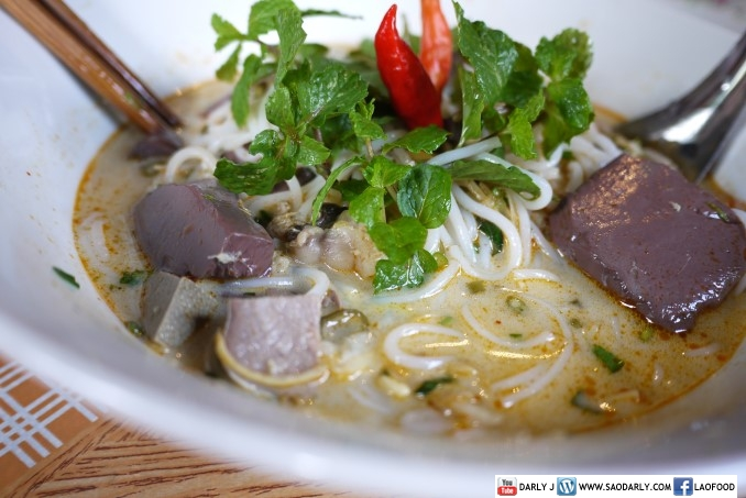 Khao Poon Nam Phik for breakfast