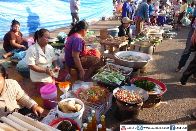 Food at That Luang Festival