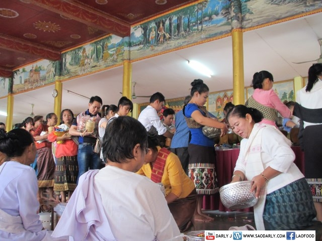 Almsgiving at Wat Tay Yai